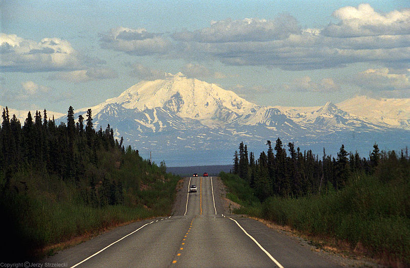 800px-Glenn_Highway_and_Mount_Drum